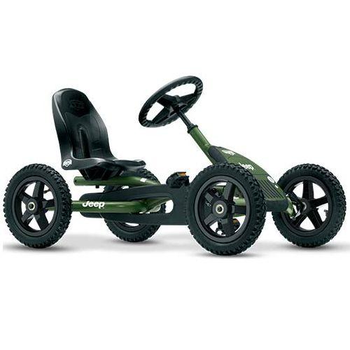 Trampbil BERG Gokart Jeep Junior är den perfekta trampbilen för barn 3-8 år. Säte och ratt är justerbara så barnet kan växa med trampbilen. De fyra terrängdäcken gör trampbilen superstabil och luftgummidäcken ger extra komfort. Trampbilen är smidig och enkel att trampa. Det går också bra att trampa bakåt. Det unika BFR-systemet gör att du kan trampa, bromsa och backa med hjälp av tramporna, vilket gör trampbilen mycket lättmanövrerad.  Fakta Luftgummidäcken ger extra komfort. Terrängdäck…