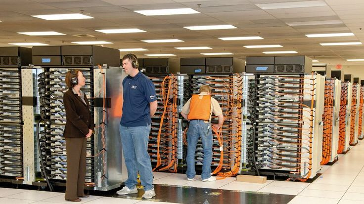 Inside IBM's Sequoia: 16 thousand trillion calculations per second | Up close with the supercomputer that's the fastest in the world - and that occupies 3,422 square feet of space. Buying advice from the leading technology site