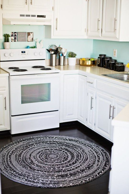 10 Ways to Make a Warm & Cozy Round Area Rug