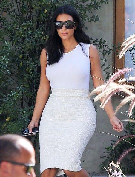 Kim Kardashian Photos - Kim Kardashian Visits a Friend - Zimbio