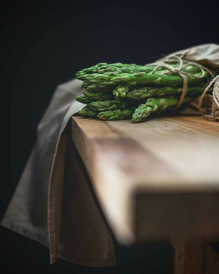 Dark Food Photography / Asparagi / Vegetables