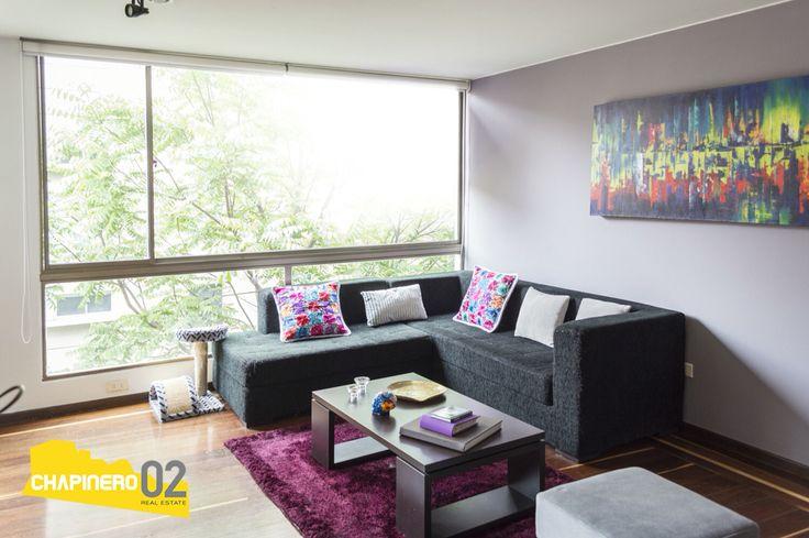 Ofrecemos lindo #apartamento para #venta de 84 Mt2, ubicado en el #barrio #ElCastillo en #Bogotá. Cuenta con (1) cuarto, (2) baños, (1) garaje, estudio adaptable a segunda alcoba, sala comedor, cocina semi abierta, zona de lavandería independiente y depósito. Para más información o agendar una visita comunícate con nosotros.