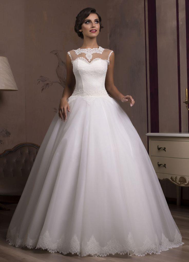 Nádherné svadobné šaty so širokou tylovou sukňou zdobenou krajkou a čipkovaným vrškom