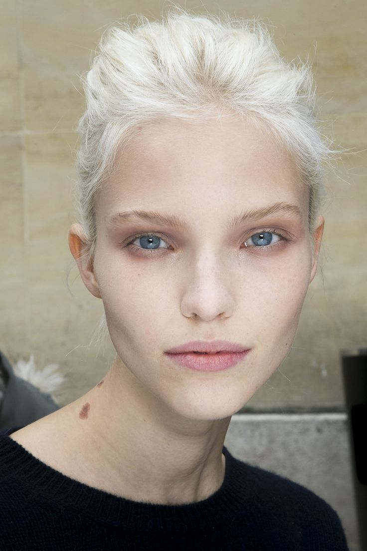 Sasha Luss backstage at Giambattista Valli Spring 2014 RTW ♥♥♥