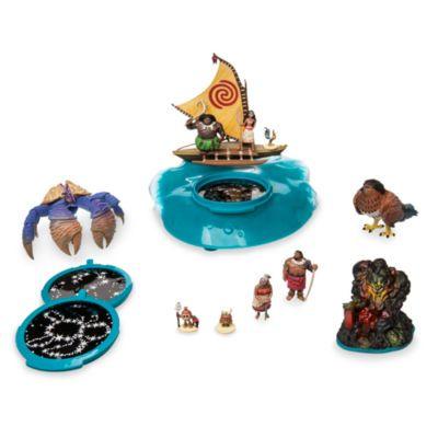 Salpa all'avventura verso i mari della Polinesia con questo set da gioco di Oceania. Il set include il semidio mutaforma Maui e proietta splendide stelle luminose, mentre la base ricorda il movimento delle onde. La magia di Oceania prende vita!