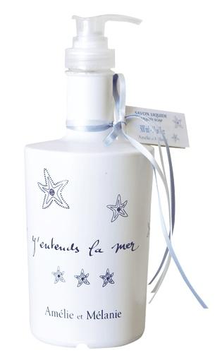 Savon liquide  Véritable savon liquide de Marseille parfumé au subtil parfum du large.   Savon liquide saponifié avec une huile d'origine végétale naturellement riche en glycérine.  Pratique et facile à utiliser avec son flacon pompe.  Pour tout type de peau, pour tout le corps, au quotidien.