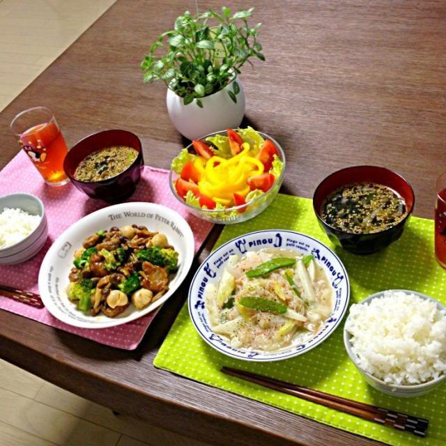中華って、大好きな胡麻油をたくさん使うからホント好き!わかめスープにも、たっぷり胡麻を入れたよ!美味しっ! (^o^) - 24件のもぐもぐ - 蟹と長芋と絹さやの塩炒め、豚ロースとブロッコリーのオイスターソース煮、パプリカサラダ、わかめスープ、ご飯 by pentarou