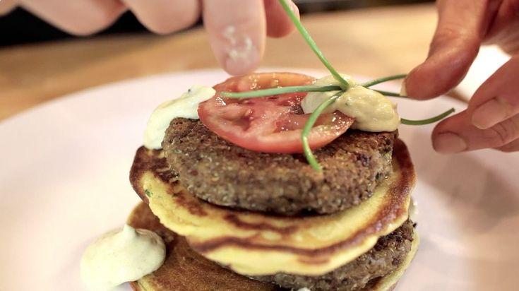Pancake di ceci salato con burger di lenticchie e quinoa e crema di yogurt e rafano - Marco Bianchi