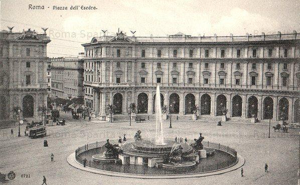 Piazza della Repubblica (ex Piazza Esedra) con la fontana delle Naiadi Anno: 1901