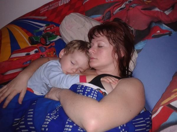 Prevenciou SIDS je dojčenie a spoločné spanie.