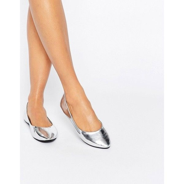 Lost Ink Silver Ballet Flats (89 BRL) ❤ liked on Polyvore featuring shoes, flats, silver, flat shoes, ballet shoes, ballet pumps, ballerina shoes and slip-on shoes