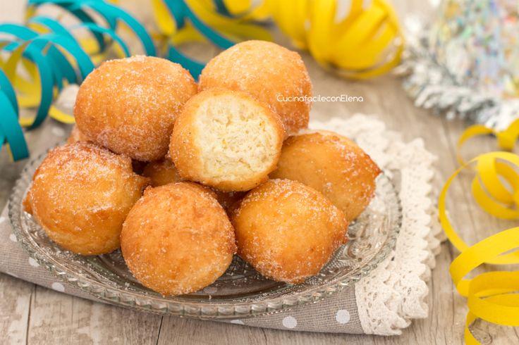 Le castagnole senza burro sono un dolce carnevalesco, golosissime palline ricoperte di zucchero croccanti fuori e sofficissime dentro!