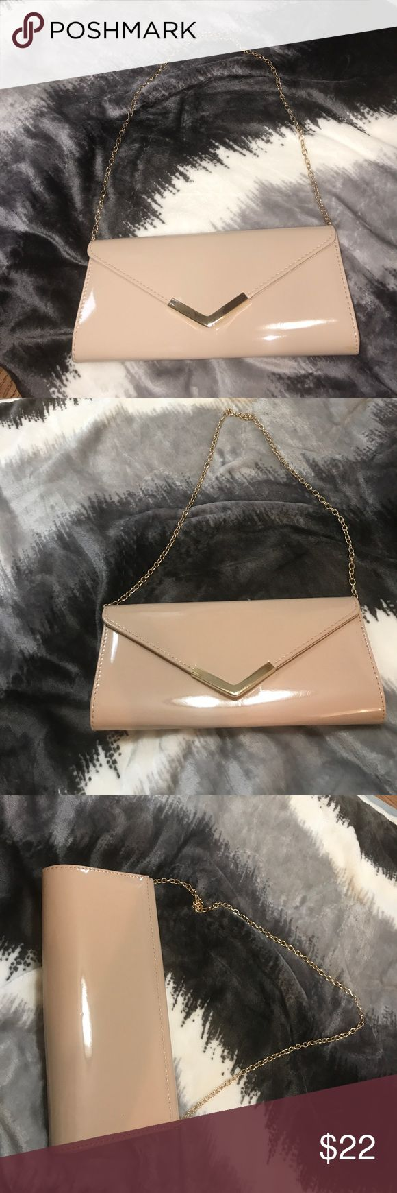 Aldo nude clutch Genlty used this once.Great condition. Minor exterior scratches on the gold part. Few stains on the interior. Perfect for an evening outfit, you can remove the strap if you want to use it as a clutch✨ Aldo Bags Clutches & Wristlets