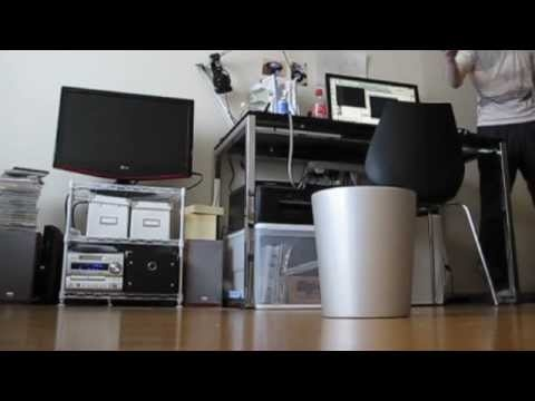 I want this!!!  Garbage-seeking waste basket moves to catch any trash thrown at it  勝手に入るゴミ箱作った Smart Trashbox