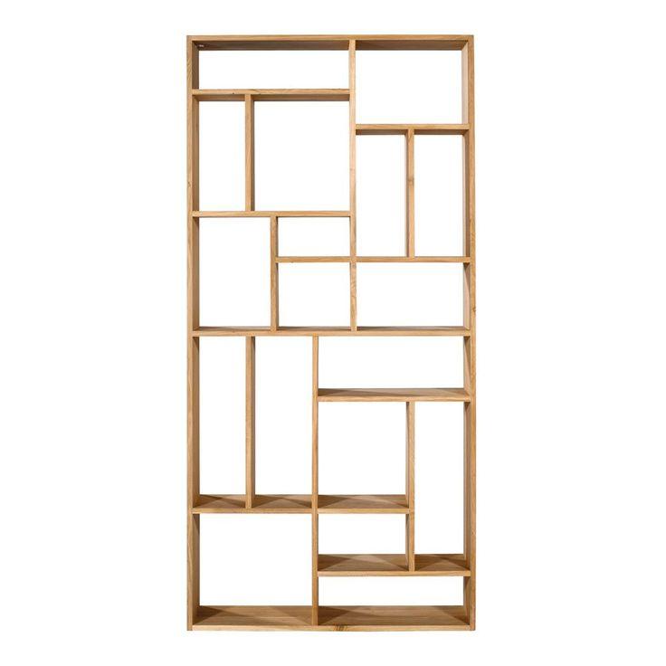 M Rack är en öppen bokhylla i massiv ek eller teak från Ethnicraft. Den innovativa placeringen av hyllplanen bidrar med dynamik till rummet. M Rack fungerar perfekt som rumsavdelare eftersom den kan användas från båda håll. Finns i två storlekar.