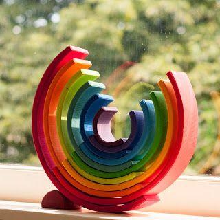 houten regenboog als decoratie