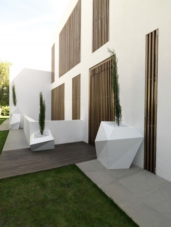 Front Exterior House from Contemporary Family House Design with Geometry Concept in Valencia Spain 600x799 Contemporary Family House Design with Geometry Concept in Valencia, Spain