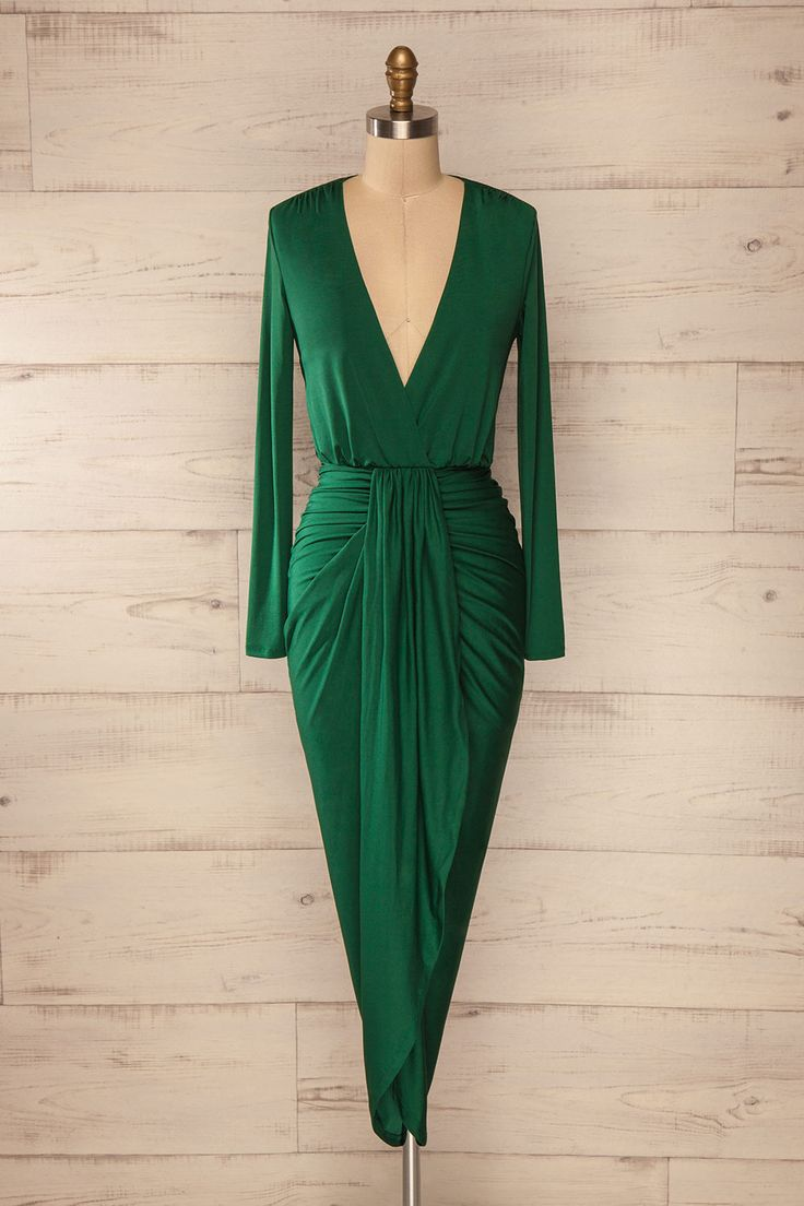 Cette robe avec ses drapés angulaires complémentera parfaitement les courbes féminines.    This dress and its angular draped will perfectly complement the feminine curves. Green fitted asymmetric wrap dress www.1861.ca