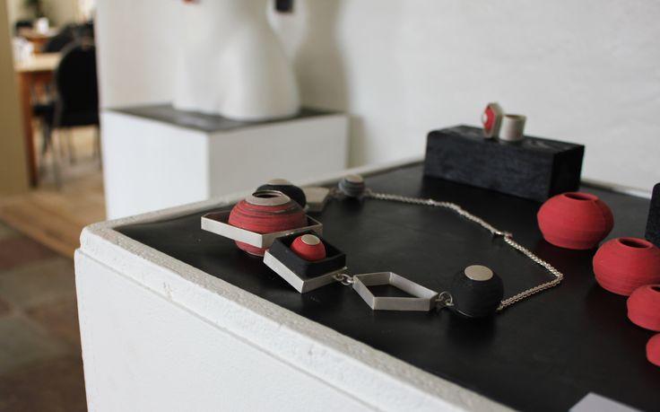3D print - elevarbejde Smykkesæt kombineret med sølv og 3D printet keramik Agnethe Bigum