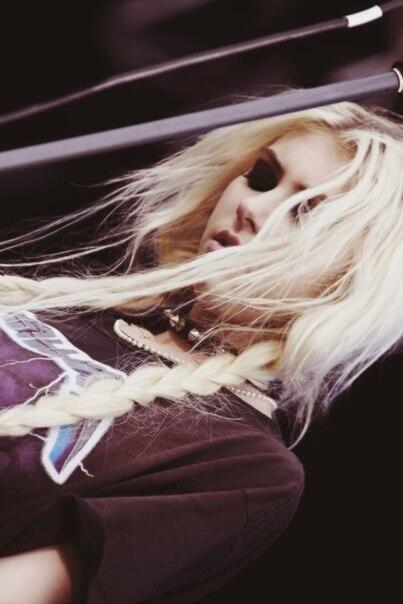 Taylor Momsen...wearing a Metallica tee