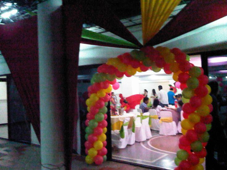 entrada fiesta decoración de dragón occidental