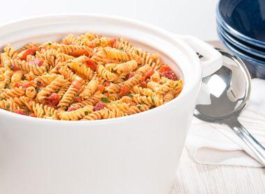 Faites des heureux avec une cette recette de Catelli Smart® ! Redécouvrez les merveilles de cette Lasagne au fromage en une seule casserole ici : #catellismart #recette