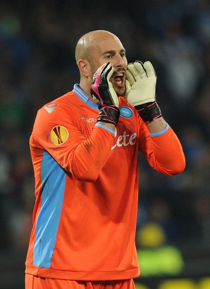 Pepe Reina Photos Photos - Pepe Reina of SSC Napoli during the UEFA Europa League Round of 16 match between SSC Napoli and FC Porto at Stadio San Paolo on March 20, 2014 in Naples, Italy. - SSC Napoli v FC Porto