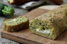 Il polpettone di pane e zucchine è una ricetta facile, si utilizza pane leggermente raffermo, zucchine ed ha un cuore filante di mozzarella, cotto in forno.