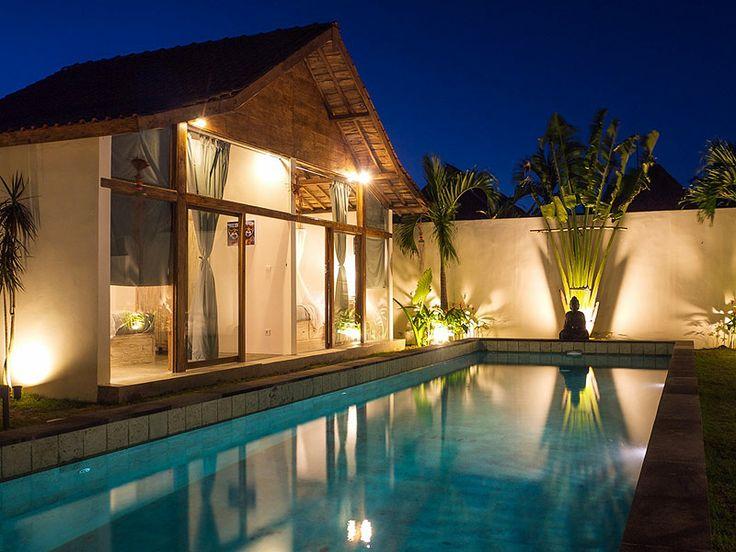 Vous pouvez pleinement profiter des joies de la #piscine à la nuit tombée.