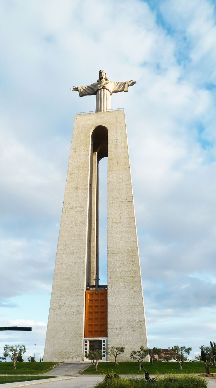 Cristo Rei (Christ, the King), very similiar to the one in Rio de Janeiro - Almada #Portugal