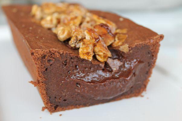 L'INCONTOURNABLE FONDANT AU CHOCOLAT (200 g de chocolat noir, 100 g de beurre, 4 oeufs, 100 g de farine, 100 g de sucre)