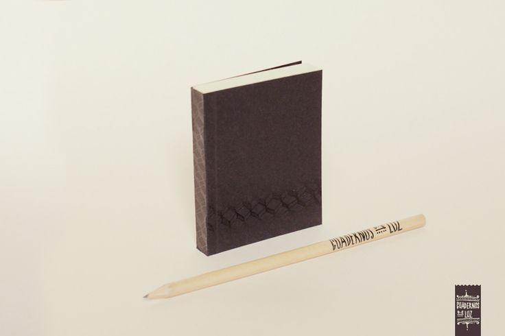 https://flic.kr/p/uVP5fx | Cajas negras mini | Mini cuaderno con tapa blanda. 100 hojas lisas, papel bookcel 80gr. Medidas: 7,5 x 9,5 cm. Hecho a mano.