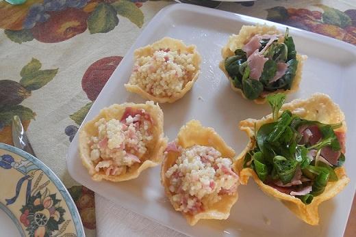 Cestini di parmigiano con songino e bresaola e tempestina al prosciutto cotto (per i bambini)