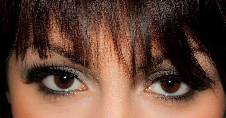 """""""Mi piace"""": 27, commenti: 7 - Manuela Iannibelli (@manuelaiannibelli) su Instagram: """"SGUARDI un magnetico trucco argento con uso di ciglia finte.  #makeupartist #makeup #cipria…"""""""