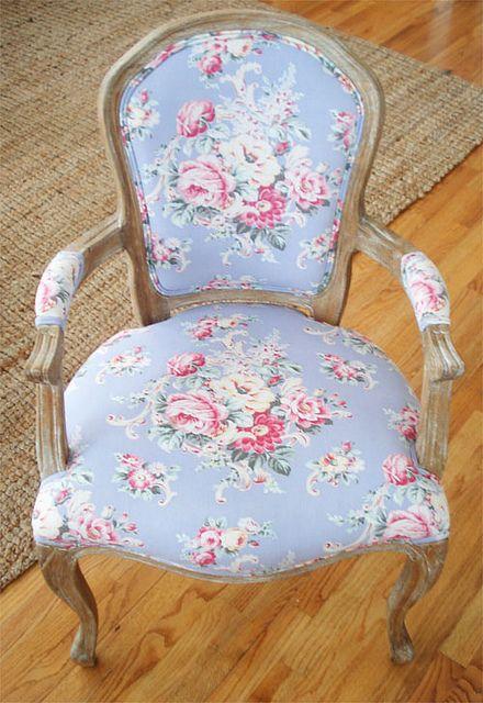"pretty ""Shabby"" chair"