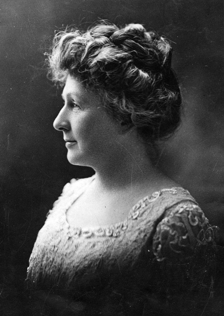 ANNIE JUMP CANNON (Dover (Delaware), 11 de diciembre de 1863 -Cambridge (Massachusetts), 13 de abril de 1941) fue una astrónoma estadounidense cuyo trabajo de catalogación fue fundamental para de la actual clasificación estelar.