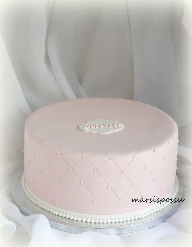Marsispossu: Helmin koristeltu ristiäiskakku, Quilted christening cake