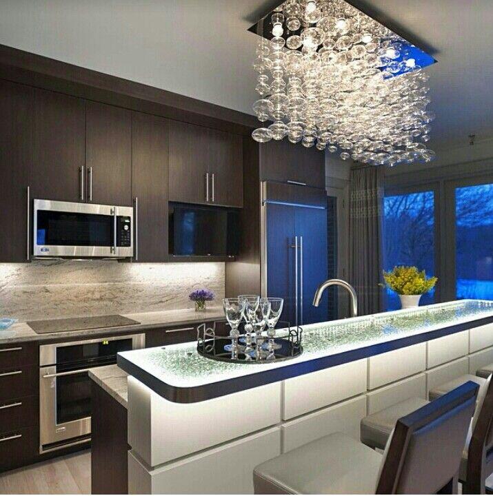 Choisir sa cuisine cest tout une histoire cosy chaleureuse ou colorée dur de faire un choix et si vous optiez pour laudace en choisissant une