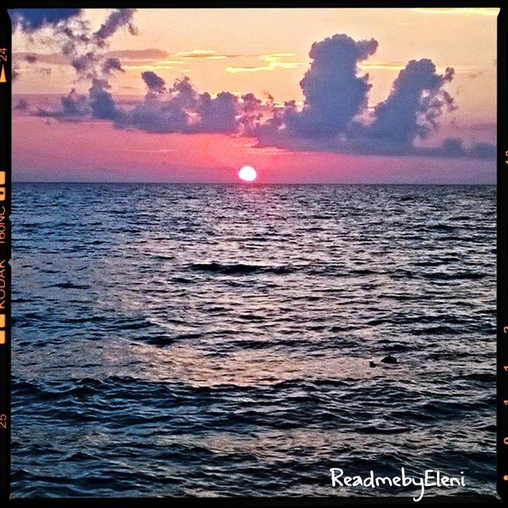 Ελεύθεροι μέσα στο άπειρο  Να χάνεσαι στο ατελείωτο… στον ορίζοντα, εκεί που κοιτάς και νιώθεις ότι η θάλασσα απειρίζεται.   Να χάνεσαι στις σκέψεις σου, οι οποίες δεν έχουν τέλος και όσο άπιαστες και αν φαίνονται σε κάποιους, μέσα στο άπειρο να φαντάζουν ξαφνικά ρεαλιστικές στα δικά σου μάτια.      http://readmebyeleni.com/2015/08/13/%ce%b5%ce%bb%ce%b5%cf%8d%ce%b8%ce%b5%cf%81%ce%bf%ce%b9-%ce%bc%ce%ad%cf%83%ce%b1-%cf%83%cf%84%ce%bf-%ce%ac%cf%80%ce%b5%ce%b9%cf%81%ce%bf/