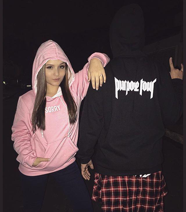 """Sorry baby ✋ In love com os moletons da @bieberfbrasil para Justin Bieber Purpose Tour Muitas novis lindas e ainda se vocês utilizarem o cupom """"Larissa Manoela"""" receberão desconto na loja!! Inacrê ❤️"""