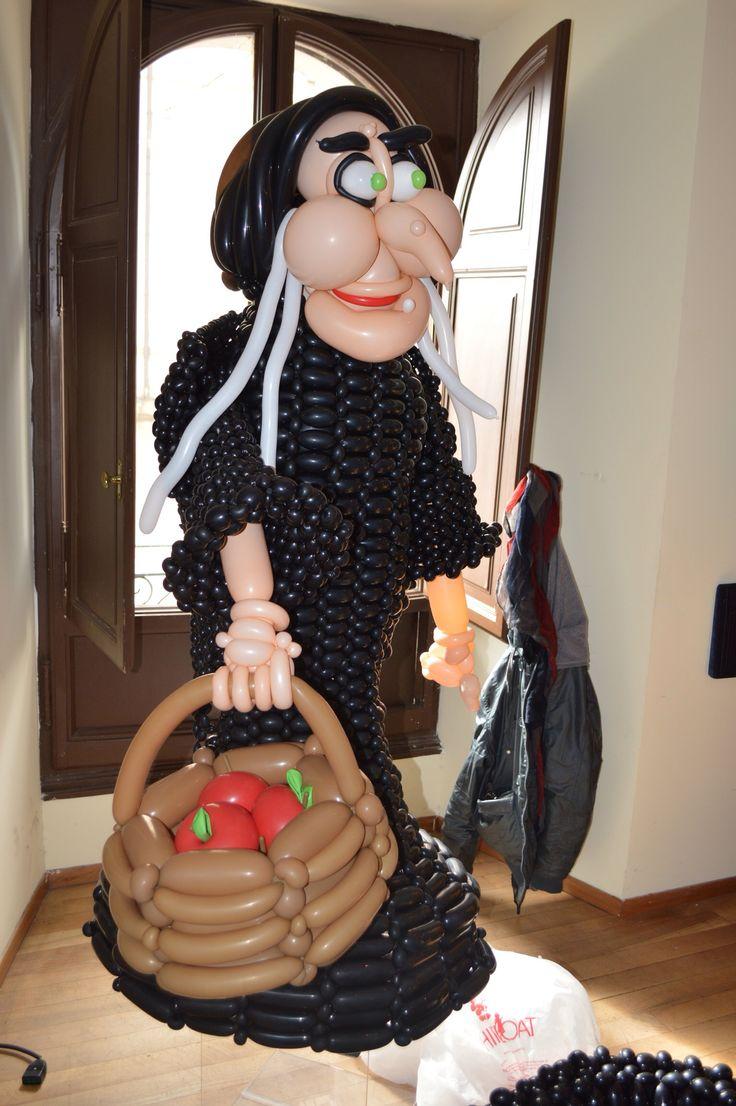 """www.balloondelivery.it Evento """"Biancaneve"""" Strega Cattiva - personaggio 3D interamente realizzata con palloncini in lattice 5"""""""