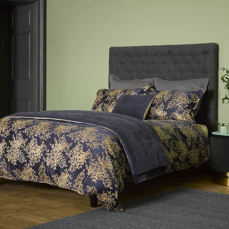 Discover the Christy Charleston Duvet Set - Ink - King at Amara