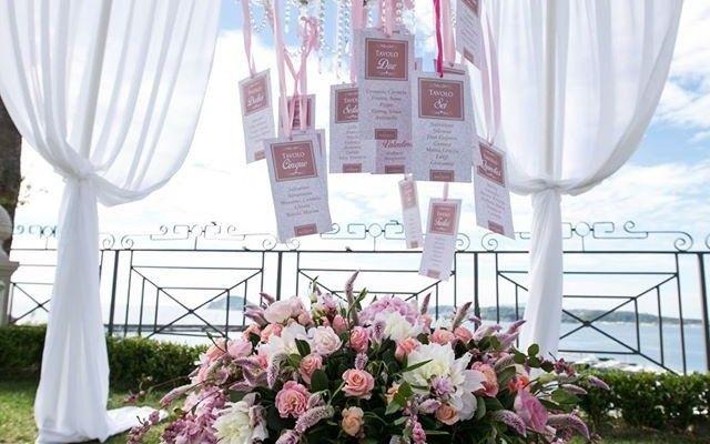 Tableau de mariage elegante per accompagnare gli invitati di nozze al tavolo - Villa Posillipo