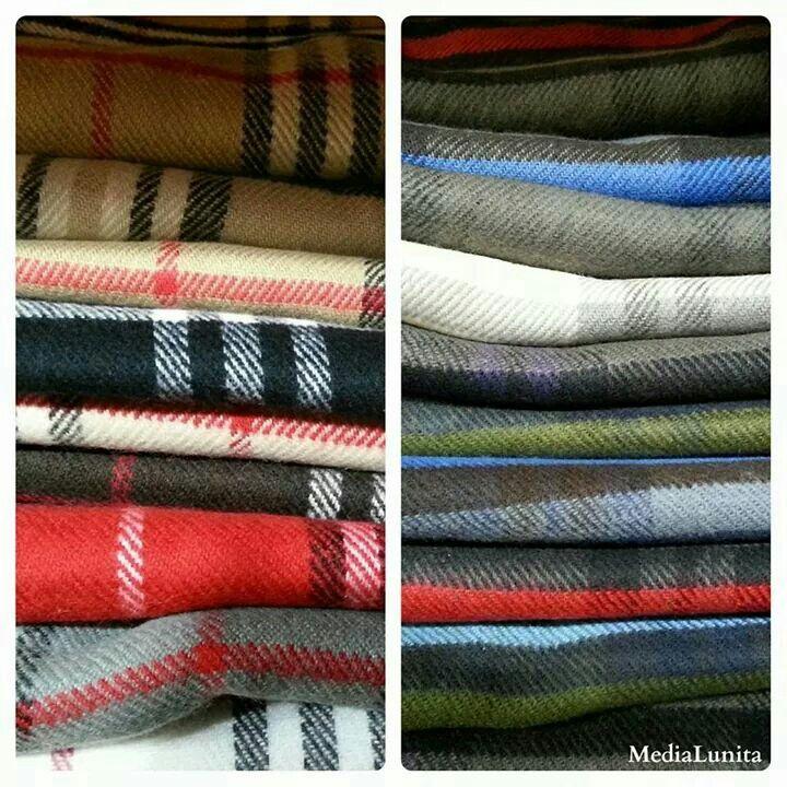 Los chicos también van a la moda. Bufandas de cuadros para ellos. Elige tu color!! #MediaLunita #Ávila #Spain #bufandas