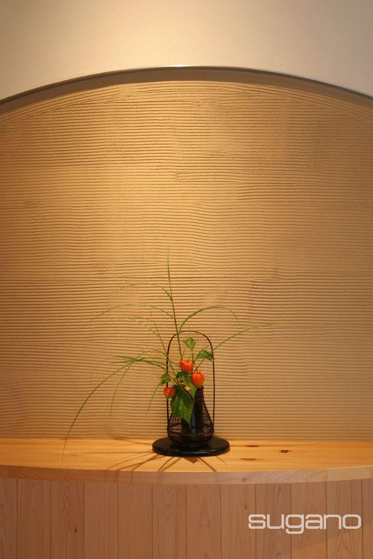 玄関にちょっとした飾り棚を。 垂れ壁の無目はステンレス製です。  和風建築/和風住宅/和風玄関  菅野企画設計