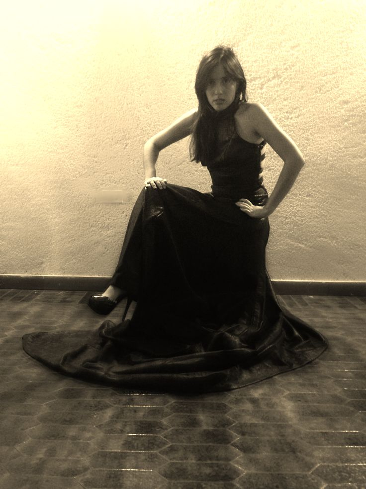In front of my leather and charol dress.  the weith of the dress was 8kls... took me one week to make