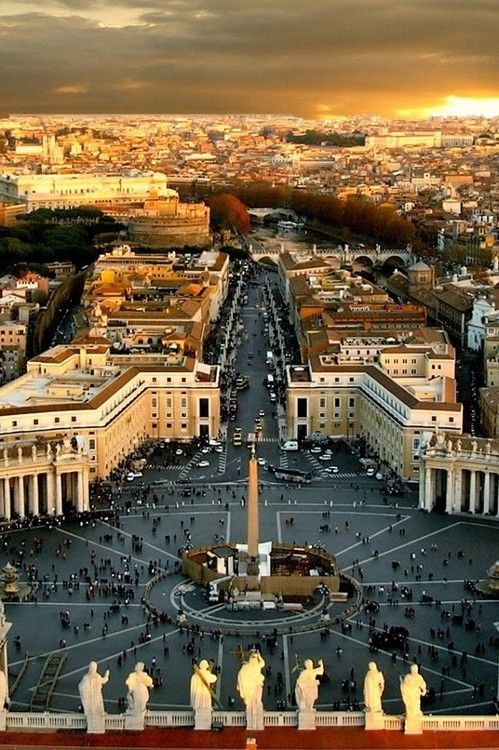 La place Saint Pierre de Rome. Italie.