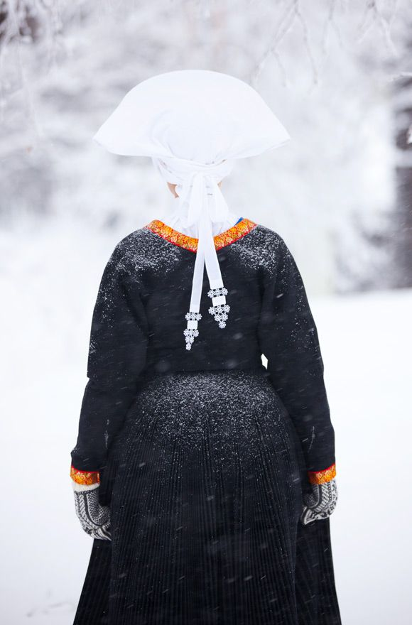 Bunad from Fana, Norway. Photo: Laila Durán