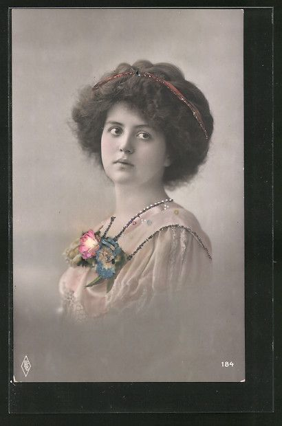 old postcard: Foto-AK PFB-Nr. 184, Frau mit Blumen schmuck auf der Brust