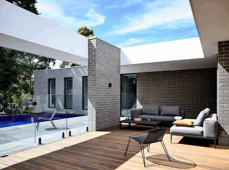 L-Shaped Modern House in Melbourne by InForm Design